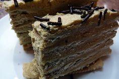 La torta moka es una exquisitez para los amantes del café y cualquier persona con una debilidad por las cosas dulces. Existen múltiples variaciones de recetas para preparar una torta moka, usando crema, mantequilla o huevos. La receta que acá les presento es en base a mantequilla, así que ojo ...