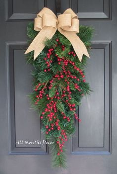 If you want to add uniqueness to your Christmas decor, then you should put some of the DIY Christmas wreaths solutions below