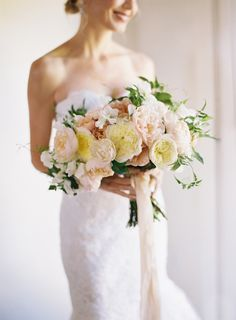 I love how natural this bouquet feels.