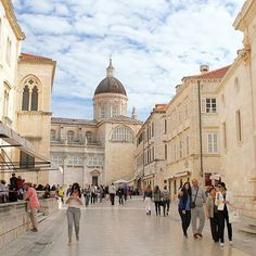 The cathedral of assumption of the blessed virgin Mary  view from Luza square old town of Dubrovnik Croatia.  2015GW0104 20150502 ドブロブニク旧市街のルジャ広場からの聖母被昇天大聖堂  #best_photogram #ig_cameras_united #ig_worldclub #igcapturesclub #igglobalclub #igworldclub #thephotosociety #pixelearth #world_lenz #Dubrovnik #Croatia #hrvatska #cathedral #Church #stonepavement #worldheritage  #ドブロブニク #ドブロヴニク #ドゥブロブニク #ドゥブロヴニク #クロアチア #アドリア海 #世界遺産 #大聖堂 #聖母被昇天 #教会 #石畳 (by uedashi)