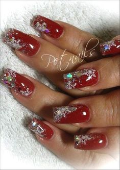 """These simple Christmas nail art designs make you feel like this season. Look inspo manicure design that emphasizes each symbol [gallery type=""""s. Holiday Nail Art, Christmas Nail Art Designs, Christmas Design, Xmas Nail Art, Xmas Nails, Red Nails, Burgundy Nails, Gorgeous Nails, Pretty Nails"""