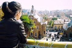 Vue depuis la terrasse en céramiques du parc Guell