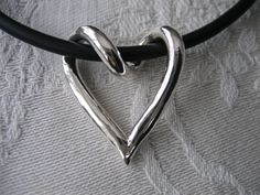 Virat silverhjärta, silver heart handmade silver jewelry jewellery from Brokig Wanna buy? Email tove@brokig.se #silverjewelry #HandmadeGoldJewellery