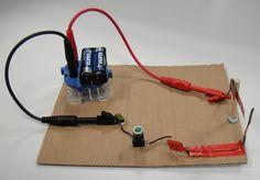 La construcción de un sensor puede ser un experimento interesante en clase, sobretodo si es tan sencillo como el que proponemos: un interruptor magnético.