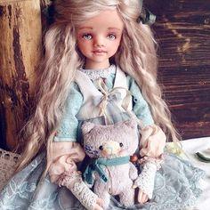 С началом новой недели)) у меня сегодня перестановка цветов 😀😀.дурная натура,мне надо все менять местами. Сегодня я люблю так,завтра уже все изменяется... 🙈🙉🙊сегодня пришёл черед цветов.. Мебель остаётся на месте)) 😀 пока... #ищемдом   #вналичии   #куклы   #авторская   #авторскаяработа   #кукларучнойработы   #куклаизпластика