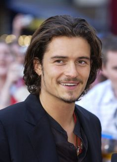 mitellange moderne Männerfrisuren orlando bloom There's really no downside to flicking through a springtime locks Handsome Men Quotes, Handsome Arab Men, Beautiful Women Quotes, Beautiful Tattoos For Women, Strong Woman Tattoos, Woman Sketch, Hair Studio, Woman Painting, Woman Face