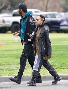 FKA twigs looked stunning as she stepped out in a mismatched ensemble for a trip to the farmers market with a mystery male companion, after she broke up with Robert Pattinson in October. Style Outfits, Trendy Outfits, Cute Outfits, Fashion Outfits, Trendy Clothing, Bar Outfits, Vegas Outfits, Woman Outfits, Fashion Styles