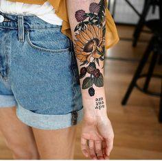 22 Beautiful Large Floral Tattoo for Women 22 bela tatuagem floral grande para mulheres Cute Tattoos, New Tattoos, Body Art Tattoos, Sleeve Tattoos, Tatoos, Maori Tattoos, Dream Tattoos, Large Tattoos, Badass Tattoos
