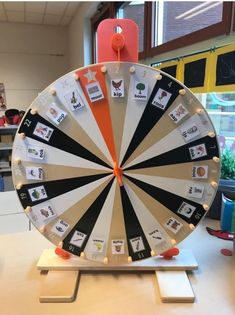 Wheel of Fortune Games Ikea, Games For Kids, Diy For Kids, Nissan Quest, Co Teaching, Wheel Of Fortune, Primary Education, Eyfs, Social Media Design