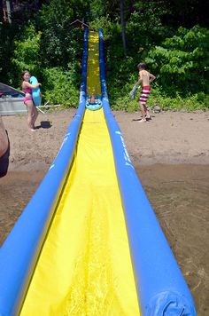 RAVE Sports Turbo Chute Water Slide Lake Package is a traditional style water slide made from commercial grade reinforced materials that skims across the lake! Swimming Pool Slides, Portable Swimming Pools, Backyard Water Parks, Water Slides Backyard, Lake Toys, Pool Floats, Lake Floats, Lake Water, Lake Life