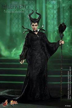 The Maleficent Sixth Scale Collectible Figure by Hot Toys now available for fans of Disney and Angelina Jolie! Maleficent Cosplay, Maleficent Movie, Malificent Costume Diy, Maleficent Quotes, Maleficent Makeup, Maleficent Halloween, Movie Costumes, Diy Costumes, Halloween Costumes