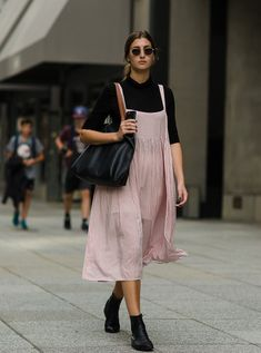 On the Street - West Houston Street, New York Looks Street Style, Looks Style, Everyday Outfits, Everyday Fashion, Modest Fashion, Fashion Dresses, Mein Style, New York Fashion, London Fashion