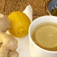 Drink This Juice to Lose Weight, Regulate Your Thyroid and Fight Inflammation! Roasted Garlic Cloves, Smoothie Shop, Ginger Benefits, Health Benefits, Brown Spots On Face, Ginger And Honey, Ginger Water, Juicing For Health, Detox Soup