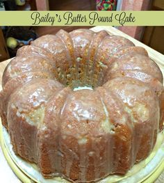 Bailey's Butter Pound Cake A moist and rich bundt cake flavored with Bailey's and butter for St Patrick's Day. Don't preheat the oven! Brownie Desserts, Oreo Dessert, Mini Desserts, Just Desserts, Delicious Desserts, Dessert Recipes, Pound Cake Glaze, Butter Pound Cake, Glaze For Cake