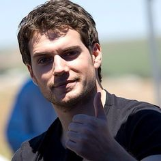 Henry Cavill : Behind the scenes Dunhill 51.3 N /  Photo source http://henrycavillonlinecom.tumblr.com/post/78981163939/behind-the-scenes-henry-giving-a-thumbs-up-on-the