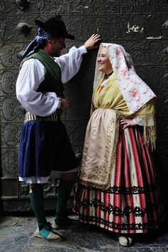Couple dresed up with traditional costume from Murcia (Spain)  Photo: Joaquín Zamora