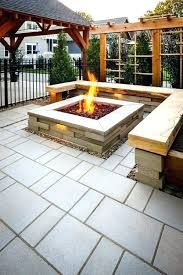 These fire pit ideas and designs will transform your backyard. Check out this list propane fire pit, gas fire pit, fire pit table and lowes fire pit of ways to update your outdoor fire pit ! Find 30 inspiring diy fire pit design ideas in this article. Cozy Backyard, Modern Backyard, Backyard Garden Design, Fire Pit Backyard, Backyard Projects, Backyard Ideas, Backyard Seating, Firepit Ideas, Barbecue Ideas Backyard