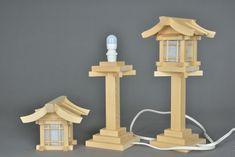 House Plants Decor, Plant Decor, Woodworking Techniques, Woodworking Projects, Asian Lamps, Japanese Lamps, Wooden Lanterns, Wood Lamps, Candle Sconces