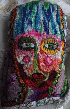 Mardge : la fille aux cheveux bleus et aux lèvres rouges : Autres art par annebernasconi-lespetiteschoses http://www.alittlemarket.com/autres-art/fr_mardge_la_fille_aux_cheveux_bleus_et_aux_levres_rouges_-9045467.html