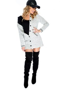 Rock this cardigan this upcoming season! Features; two tone, long sleeve, knit, front pockets, button closure, followed by a semi fitted wear. 100% Acrylic