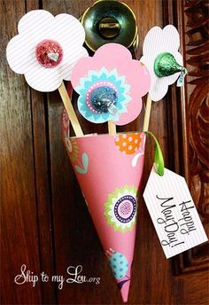 If you need Mother's Day gifts that are easy for those little hands to put together, look no further! We showcased fun kid friendly Mothers day crafts! Crafts For Seniors, Crafts For Kids, Arts And Crafts, Paper Crafts, Diy Crafts, Senior Crafts, Spring Crafts, Holiday Crafts, Holiday Fun