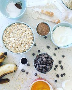 Muffins de avena y plátano con chispas de chocolate - Delirios de Cocina Healthy Sweet Snacks, Healthy Desserts, Keto Recipes, Dessert Recipes, Healthy Recipes, Sin Gluten, Herbalism, Delish, Muffins