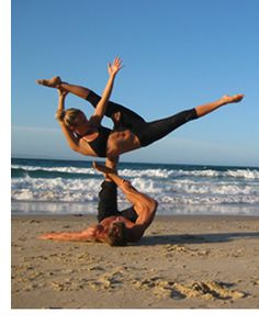 Acroyoga on the beach. How fun!!! http://patricialee.me