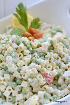 Classic Tuna Pasta Salad ~ Dressing makes this salad! Tuna Salad Pasta, Caprese Pasta, Macaroni Salad, Pasta Salad Recipes, Healthy Salad Recipes, Tuna Recipes, Cheap Recipes, Drink Recipes, Healthy Foods