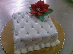 Quilted poinsettia cake...