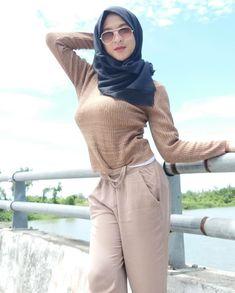 Hijabi Girl, Girl Hijab, Hijab Outfit, Arab Girls Hijab, Muslim Girls, Beautiful Muslim Women, Beautiful Hijab, Desi Girl Image, Muslim Women Fashion