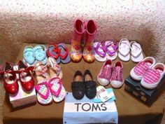 11 Pairs Toddler Girls shoes sandals tennis boots flip flops,  Toms   6 : 7  EUC