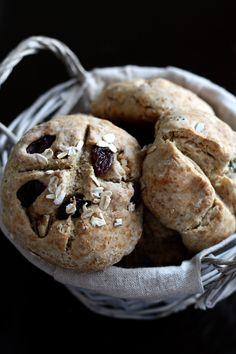 Petits pains irlandais au seigle. Plus de photos sur Côté Maison http://petitlien.fr/7vj2