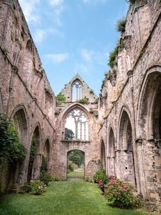 The nave of Beauport Abbey, a heritage site to discover absolutely near Paimpol just like other nuggets that we reveal in this article. Road Trip France, France Travel, Places Around The World, Around The Worlds, Brittany France, Kirchen, Wonders Of The World, Camping, Places To See
