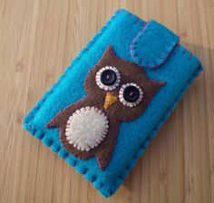 Felt Ipod\/Blackberry Curve Gadget Case with Retro Owl
