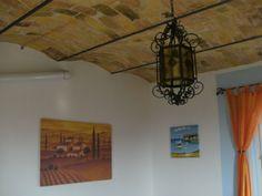 Die freigemachte Gewölbedecke Chandelier, Ceiling Lights, Lighting, Home Decor, Beige, Pictures, Farm Cottage, Refurbishment, Candelabra