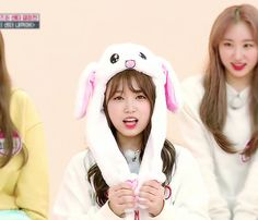 Nako so cute 🐰 Kpop Girl Groups, Kpop Girls, Weekly Idol, K Pop Star, Japanese Girl Group, Seolhyun, Korean Music, The Wiz, These Girls