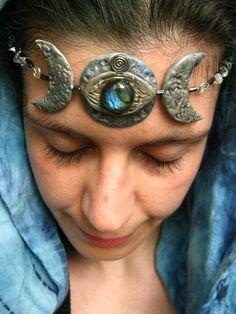 Moon Goddess headpiece with labradorite cabochon and quartz splitters polymer caly, labradorite handmade