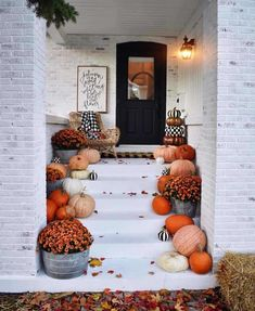 Decorate Your Front Porch for Fall / Halloween decor / Fall front porch / fall decor Halloween Entryway, Halloween Veranda, Halloween Porch Decorations, Fall Halloween, Fall Decorations, Happy Halloween, Halloween Party, Pumpkin Decorating, Porch Decorating