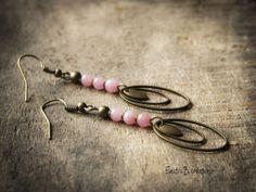 """Boucles d'oreilles """"Kinoa"""", en jade rose pâle et laiton bronze : Boucles d'oreille par electra"""