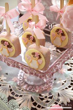 Fabiana Moura - Projetos Personalizados: Puro encanto com a Festa da Fadas! Rice Crispy Pops, First Communion Decorations, Take The Cake, Ice Pops, First Holy Communion, Chocolate Treats, Candy Apples, Mini Desserts, Mini Cakes