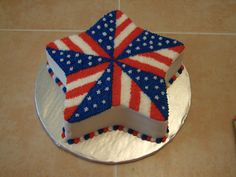July Cake Saw this idea on Wilton and had to try it! To keep it colorful, this is red velvet w/ BC--so red on the inside to match the. Fourth Of July Cakes, Fourth Of July Food, 4th Of July Party, July 4th, Patriotic Desserts, 4th Of July Desserts, Cupcakes, Cupcake Cakes, Fireworks Cake