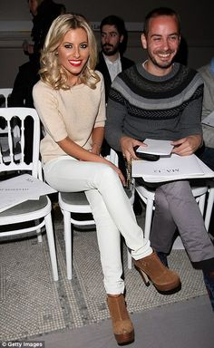 Despite what you've heard about wearing white after Labor Day, it is possible& chic& wear white jeans in wintertime. Designer Michael Kors says so. (And doesn't Mollie King look great. Jeans Outfit Winter, White Jeans Outfit, White Pants, Winter Outfits, Casual Outfits, Cute Outfits, Winter Clothes, Work Outfits, White Skinnies