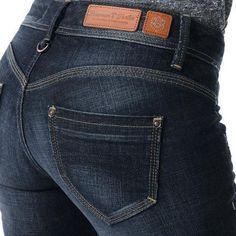 jeans8 Denim Jacket Fashion, Denim Outfit, Fashion Pants, His Jeans, Denim Jeans, Estilo Denim, Leather Label, Clothing Tags, Denim Jumpsuit