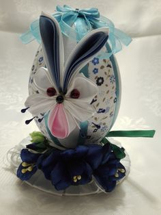 Jajko zajączek:) Folded Fabric Ornaments, Faberge Eggs, Ribbon Sculpture, Candy Bouquet, Egg Art, Deco Table, Easter Crafts, Quilling, Easter Eggs