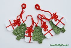 ~Ready to ship~  This listing is for a crochet Christmas garland with 4 presents…