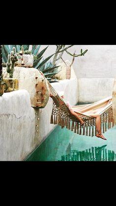 Tasseled nap hammock