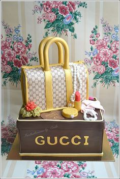 Gucci Purse Cake, via Flickr (Fantasticakes Cécile)