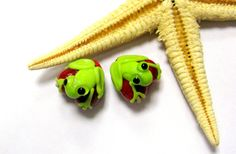 SMAUGGS handmade little frog-hearts 2p 13mm x 13mm by Smauggs