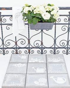 Hergebruik stoeptegels door ze op te fleuren met behulp van sjablonen en betonverf!