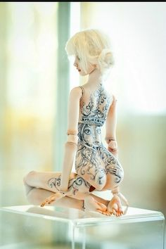 Enchanted Doll by Marina Bychkova. More than mere playthings, Enchanted Dolls are a brand of elegantly sculpted and articulated works of art. Ooak Dolls, Barbie Dolls, Duende Real, Mermaid Song, Porcelain Dolls For Sale, Porcelain Jewelry, Marina Bychkova, Doll Tattoo, Enchanted Doll